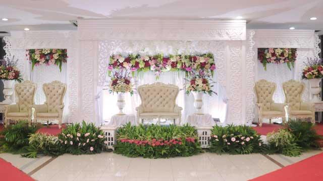 Dekorasi Pelaminan Wedding di Masjid Assahara Kembangan