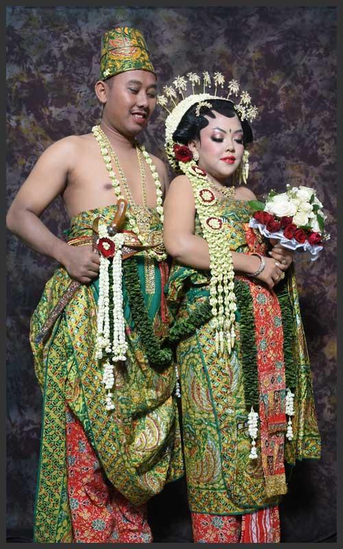 Rias - Busana untuk Pernikahan