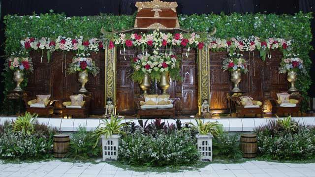 Dekorasi Pelaminan Wedding di GOR Cakung