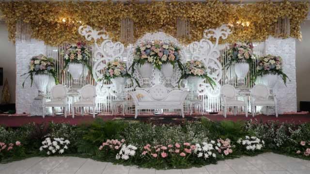 Dekorasi Pelaminan Wedding di Gedung Puspa Pesona Taman Anggrek