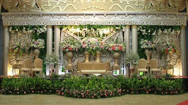 Dekorasi Pelaminan Wedding di Gedung Makodam